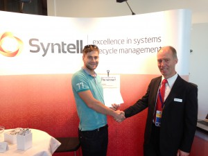 Vinnaren i Syntells tävling på RE-konferensen i Karlskrona.